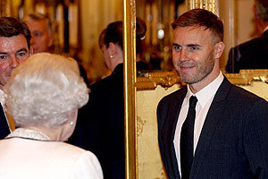 The Queen gives her thanks to Gary Barlow and his fellow Jubilee stars